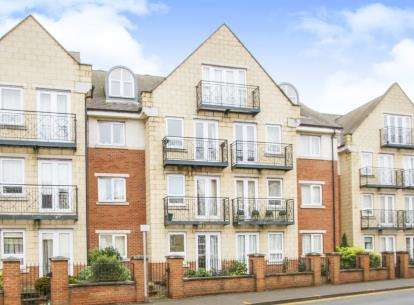 2 Bedrooms Flat for sale in Coach House Court, Loughborough, Leicestershire