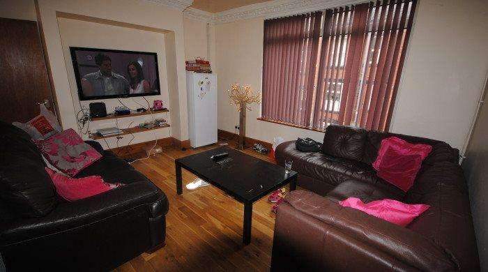 6 Bedrooms Terraced House for rent in Manor Drive, Hyde Park