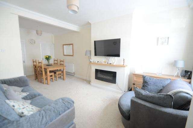 2 Bedrooms Terraced House for sale in Essex Street, Hull, HU4 6PR