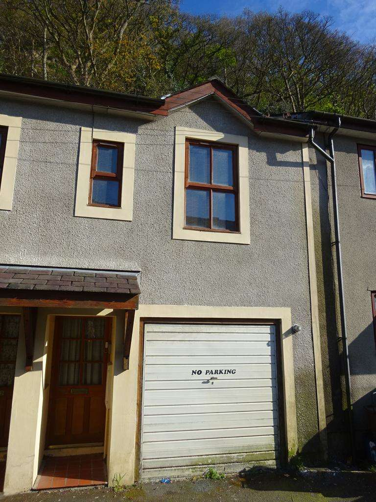 2 Bedrooms Terraced House for sale in MOUNT STREET, BANGOR LL57