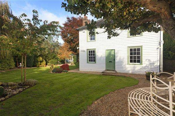5 Bedrooms Detached House for sale in The Green, Hogbens Hill, Nr Faversham