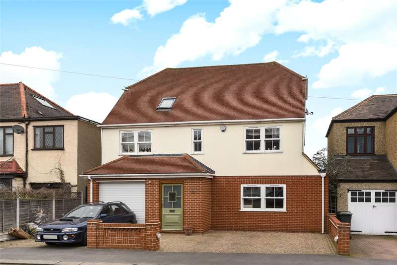 5 Bedrooms Detached House for sale in The Crescent, Loughton, Essex, IG10