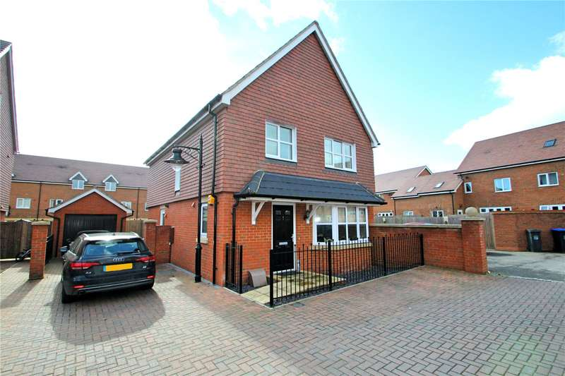 4 Bedrooms Detached House for sale in Cuckoo Gate, Yeoman Chase, Goring By Sea, BN12
