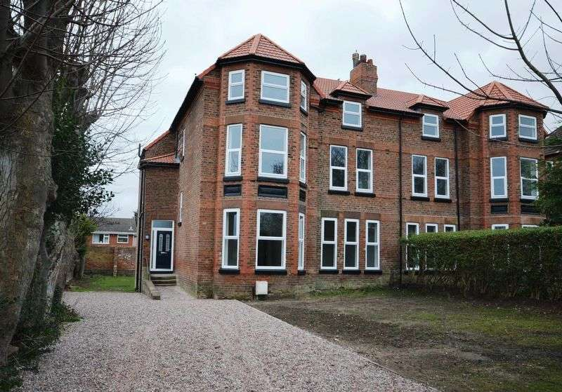 7 Bedrooms Semi Detached House for sale in Marine Park, West Kirby