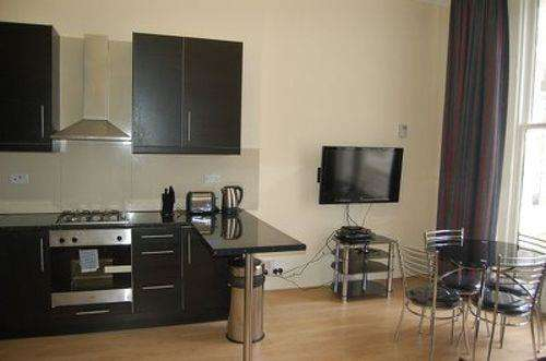 2 Bedrooms Flat for rent in Leinster Gardens, Bayswater, London W2 3AN