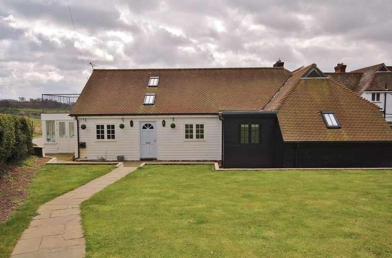 4 Bedrooms Lodge Character Property for sale in Foxbury Lodge, Lesbury, Alnwick, Northumberland NE66