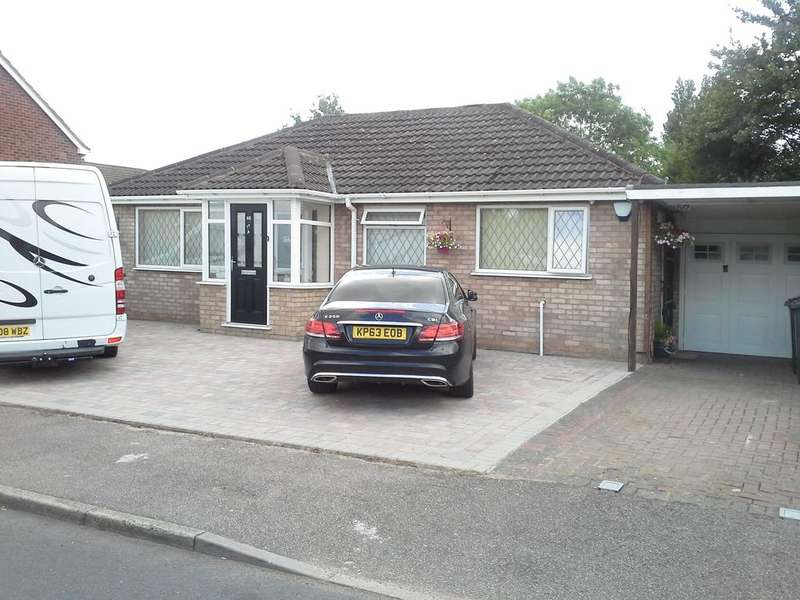 2 Bedrooms Detached Bungalow for sale in Digby Drive, Marston Green, Solihull B37