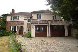 4 Bedrooms Detached House for sale in Bracken Drive, Chigwell IG7