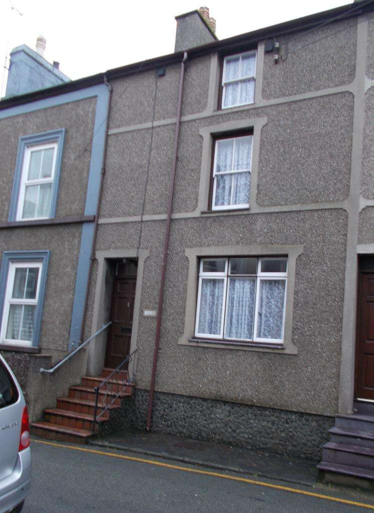 4 Bedrooms Terraced House for sale in STRYD Y PLAS, NEFYN LL53