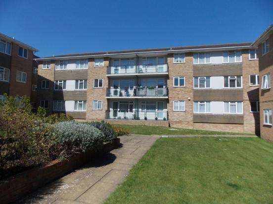 2 Bedrooms Flat for sale in Lustrells Vale, Saltdean BN2