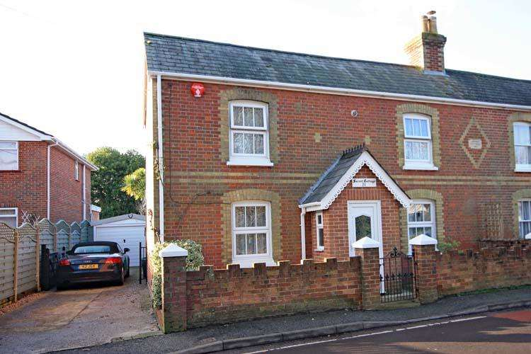3 Bedrooms Cottage House for sale in North Street, Pennington, Lymington SO41