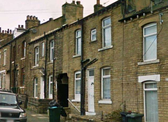 2 Bedrooms Terraced House for sale in TWO BEDROOM front terrace property for sale on St Leonard's Road BD8