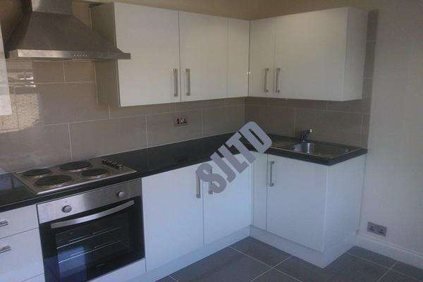 2 Bedrooms Maisonette Flat for sale in Victoria Way, Charlton, London SE7