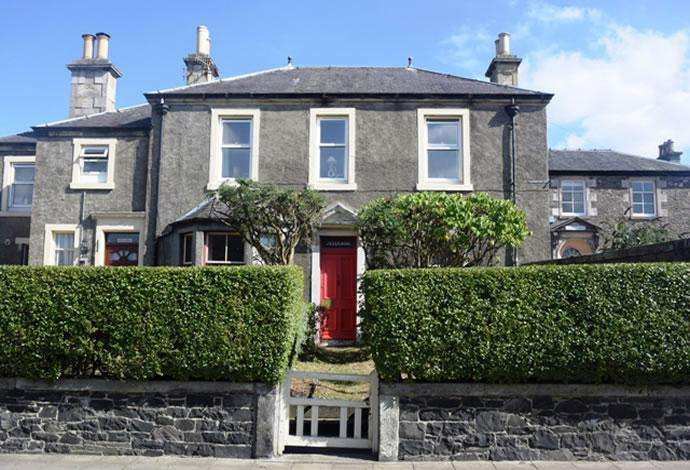 2 Bedrooms Flat for sale in 36 Northgate, Peebles, EH45 8RS