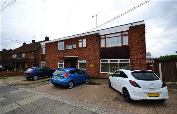 2 Bedrooms Apartment Flat for sale in Giffords Cross Road, Corringham