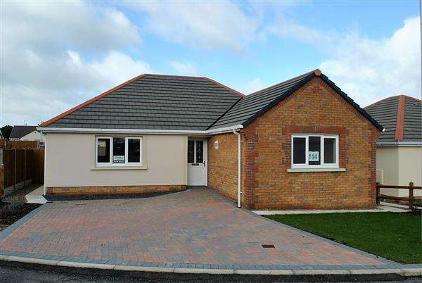 3 Bedrooms Detached Bungalow for sale in 114 Gibbas Way