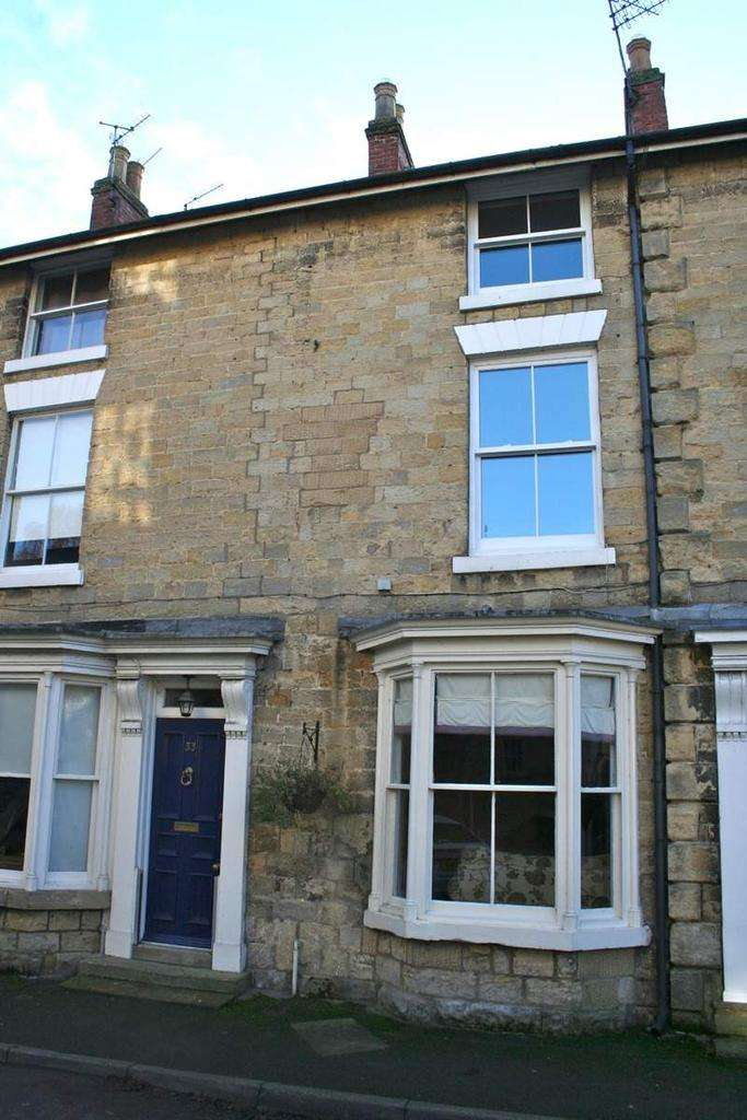 3 Bedrooms Town House for sale in 33 Potter Hill, Pickering YO18 8AA