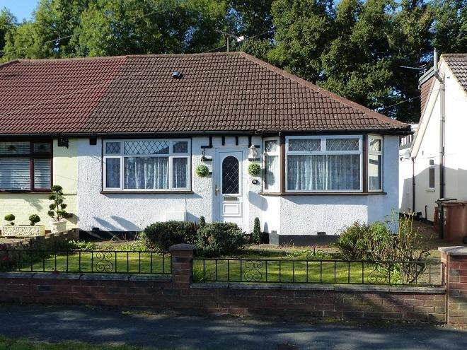 3 Bedrooms Semi Detached Bungalow for sale in st georges drive,Carpenders Park,WD19 5HD