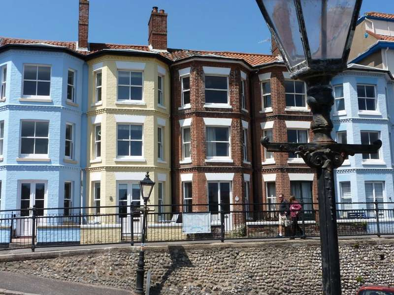 3 Bedrooms Terraced House for sale in Cromer, Norfolk