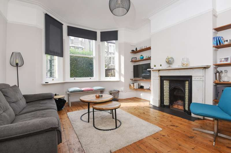 2 Bedrooms Ground Flat for sale in Santos Road, Wandsworth, SW18