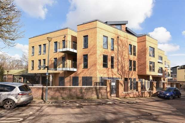 2 Bedrooms Flat for sale in St Margarets Waterside, Railshead Road, Old Isleworth