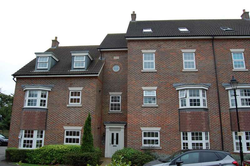 2 Bedrooms Flat for sale in De Soissons Close, Welwyn Garden City AL8