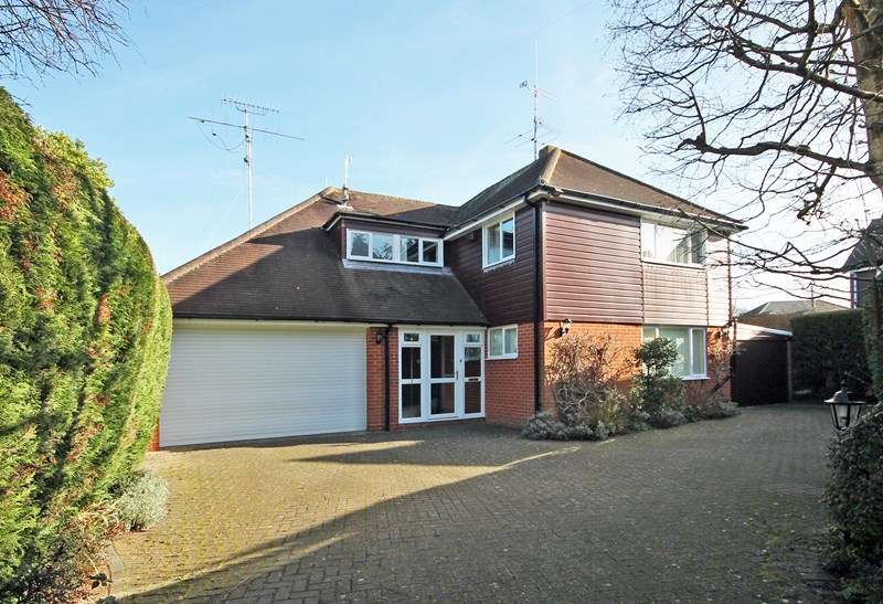 4 Bedrooms Detached House for sale in Merryfield Close, Bransgore, Christchurch