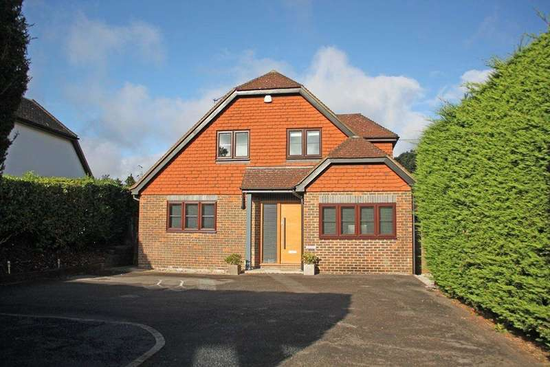 3 Bedrooms Detached House for sale in East Horsley