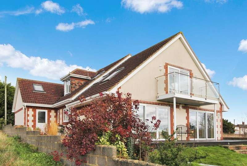 5 Bedrooms Detached House for sale in Larkhill Road, Durrington, Salisbury SP4