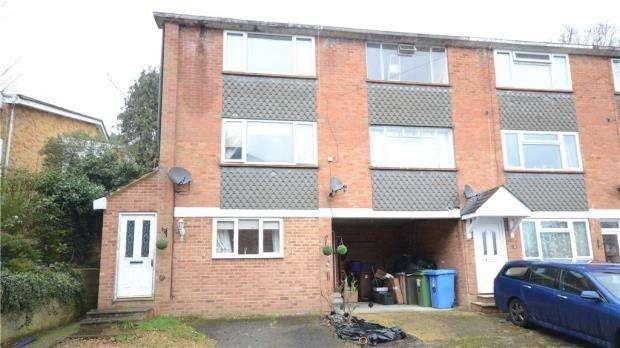 3 Bedrooms Terraced House for sale in Warren Close, Sandhurst, Berkshire