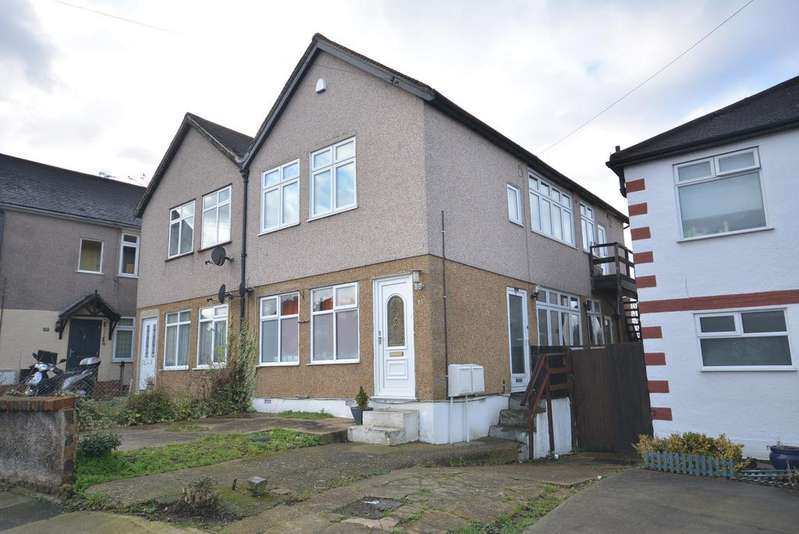 2 Bedrooms Maisonette Flat for sale in Grey Towers Avenue, Hornchurch RM11
