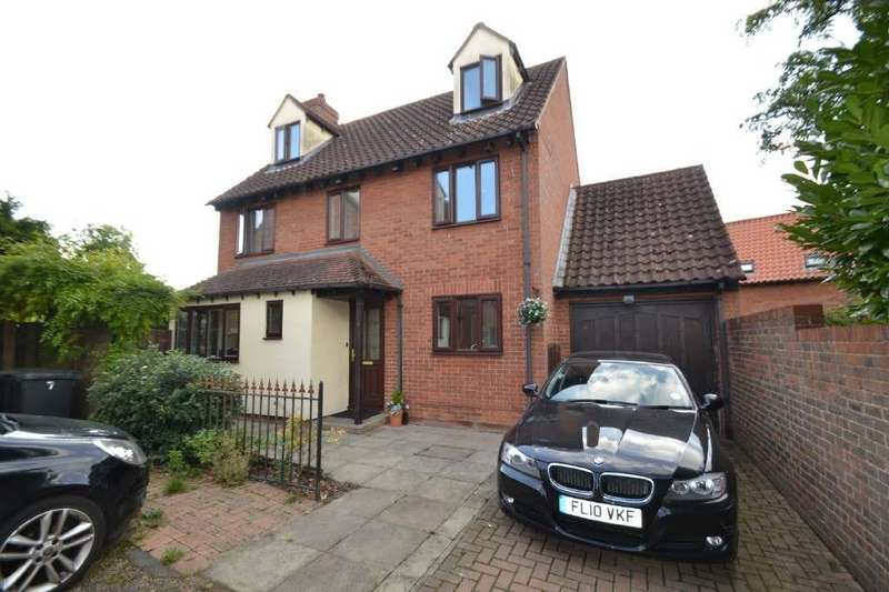 5 Bedrooms Detached House for sale in Church Mead, Roydon, Harlow, CM19