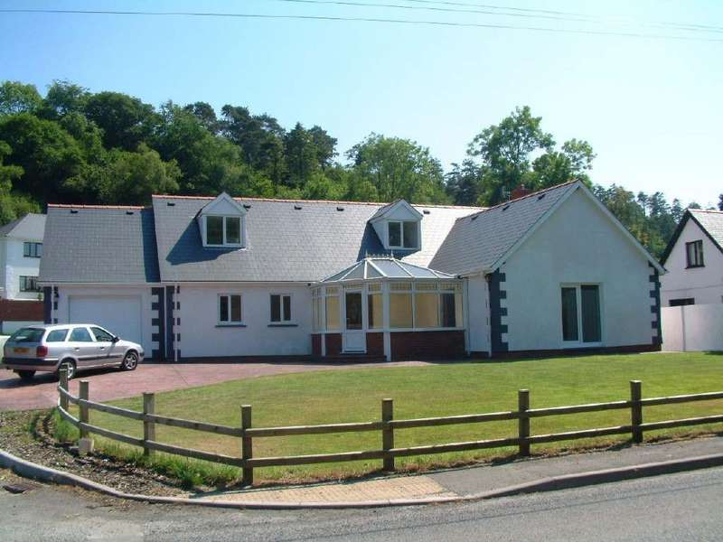 5 Bedrooms Detached Bungalow for sale in Carmarthen Road, Newcastle Emlyn, SA38