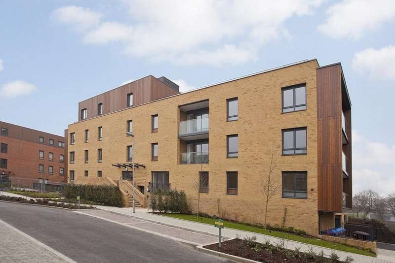 1 Bedroom Flat for sale in Harris Lodge, Dowding Drive, London SE9