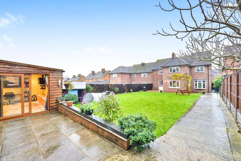 5 Bedrooms Semi Detached House for sale in Whitehall, Lidlington, MK43
