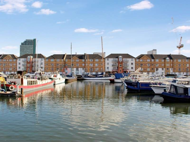 2 Bedrooms Flat for sale in Dunnage Crescent, Surrey Quays SE16