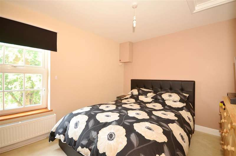 3 Bedrooms Semi Detached House for sale in Church Close, New Romney, Kent