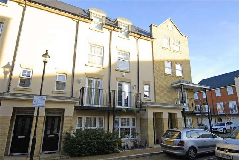 4 Bedrooms Town House for sale in Renwick Drive, Bromley, Kent
