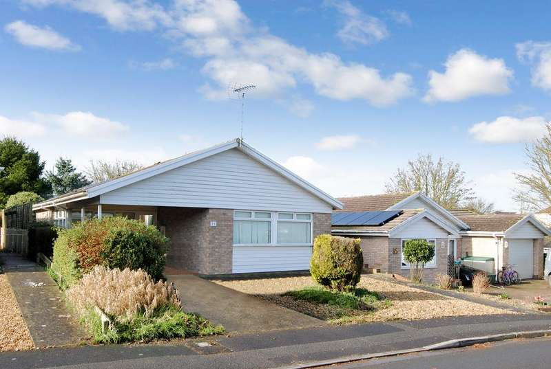 3 Bedrooms Detached Bungalow for sale in Hamilton Close, Amesbury, Salisbury SP4