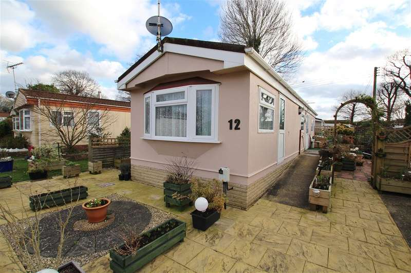 1 Bedroom Park Home Mobile Home for sale in Roundstone Park, Horsham