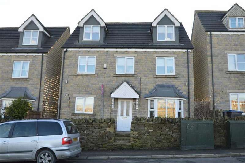 5 Bedrooms Detached House for sale in West Dean Close, Queensbury BD13, Bradford