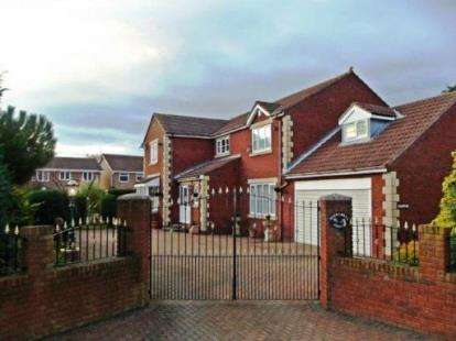 4 Bedrooms Detached House for sale in Shop Row, Houghton Le Spring, Tyne and Wear, DH4