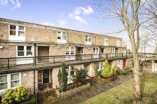 2 Bedrooms Maisonette Flat for sale in Brighton Road, Sutton, Surrey