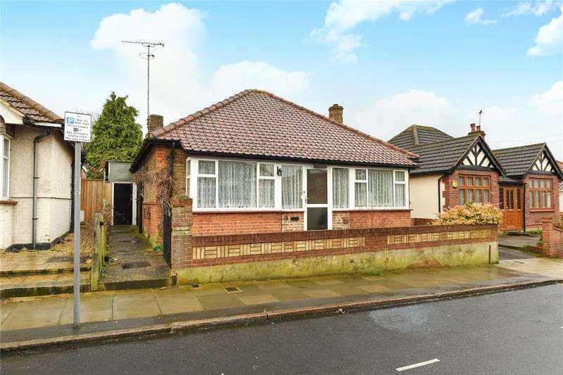 3 Bedrooms Bungalow for sale in Walford Road, Uxbridge, Middlesex, UB8