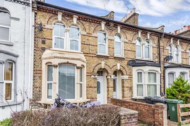 2 Bedrooms Flat for sale in High Road Leyton, London