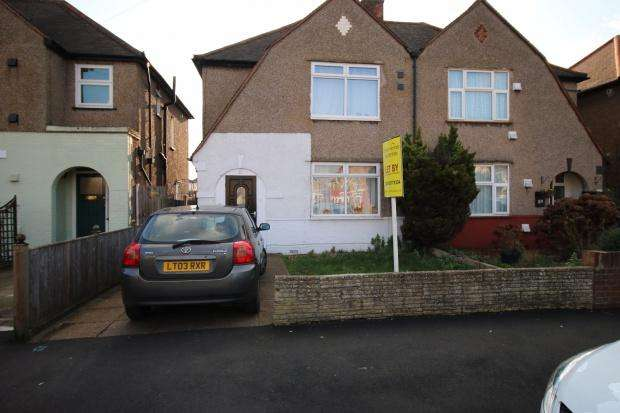 4 Bedrooms Semi Detached House for sale in Chatsworth Crescent, HOUNSLOW, TW3