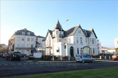 Apartment Flat for sale in Villa Esplanade, Esplanade, Scarborough, North Yorkshire, YO11 2AQ