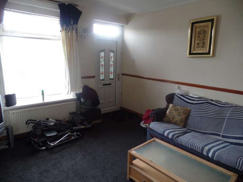 3 Bedrooms Terraced House for sale in Hopbine Avenue, Bradford, BD5