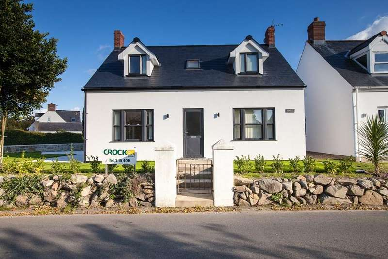 3 Bedrooms Detached House for sale in La Grande Rue, Vale, Guernsey