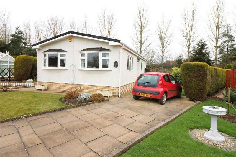2 Bedrooms Detached Bungalow for sale in Chestnut Court Harbury Lane, Heathcote, Warwick